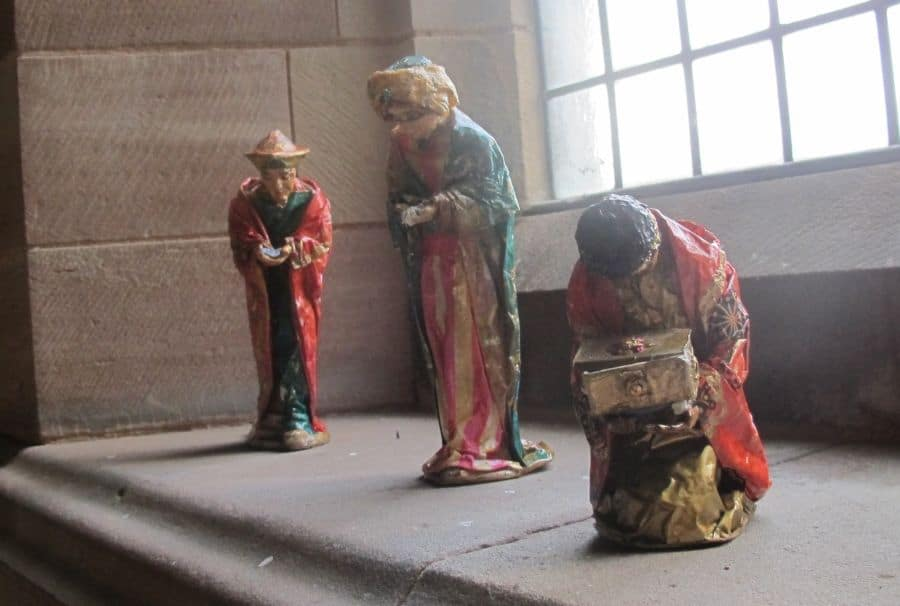 The Magi follow the star and wait on the window sill at the back of the church